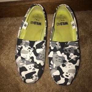 Toms Wildaid panda Camo shoes size 9